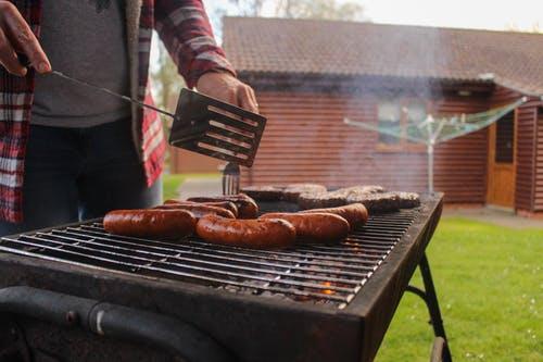 Un espace barbecue en extérieur: les règlementations à connaitre